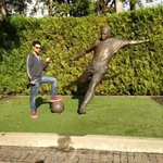 Great day at the nike campus. With RONALDO's satue. The Brazilian soccer legend. http://t.co/lSzTzXC1