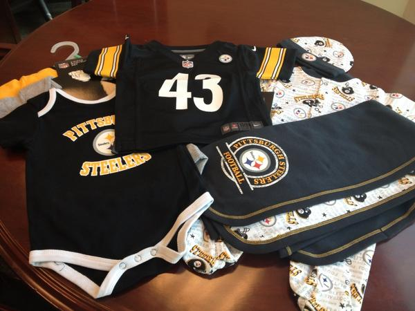 Ellen Grinberg (@etownpgh): @DaRealAmberRose @ogjustpeachie @realwizkhalifa just like I promised! S/O the @steelers for the awesome baby gifts! http://t.co/O9robki8