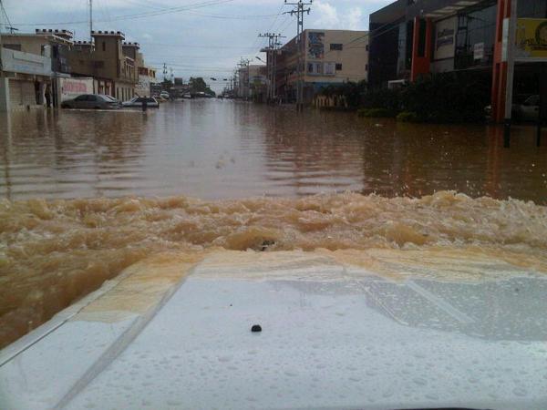 Diario NotiFalcon (@NOTIFALCON): Via @ronnyrgarcial  El nivel de agua en la Av. Ollarvides, La Puerta http://t.co/aOZOr6Ee