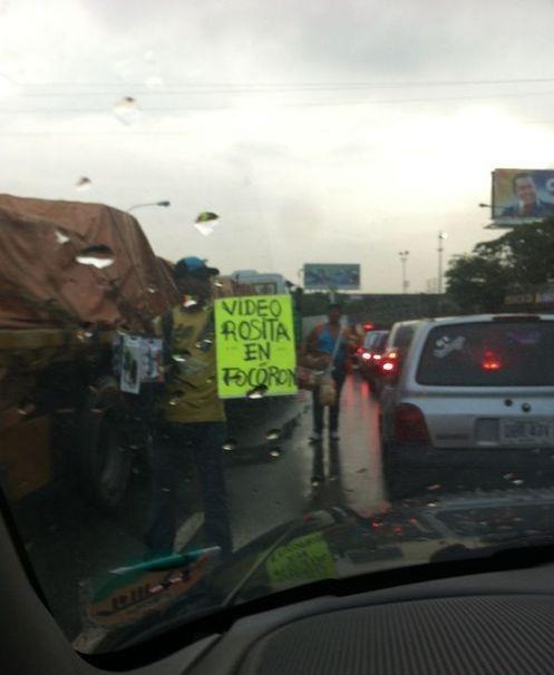 '@MiguelCardoza: VIDEO DE 'ROSITA' EN TOCORON YA LO VENDEN LOS BUHONEROS http://t.co/3nFfwrj6' #soloEnVenezuela