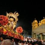 RT @EsMaracaibo: ♫Canta pueblo canta y altar mirá / Y en esos instantes la Virgen saldrá y cantará♫ http://t.co/zekUjHX4