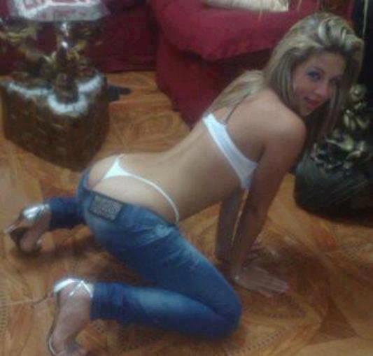 ★FaRuLoRas☆ (@FaRuLoRaS): Buena pose #FaRuLoRa http://t.co/Qr4x0r33