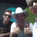 Vai comear #TasAoVivo com Edson & Hudson. Participe aqui http://t.co/tUqY8YoF http://t.co/Jce8prQw