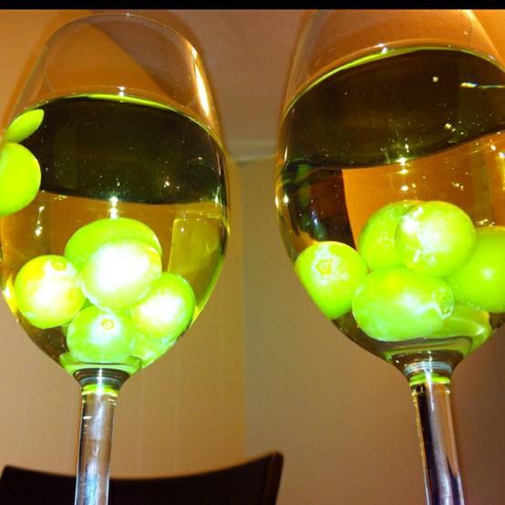 Охладить вино или крепкое спиртное  в бокале не разбавляя его льдом
