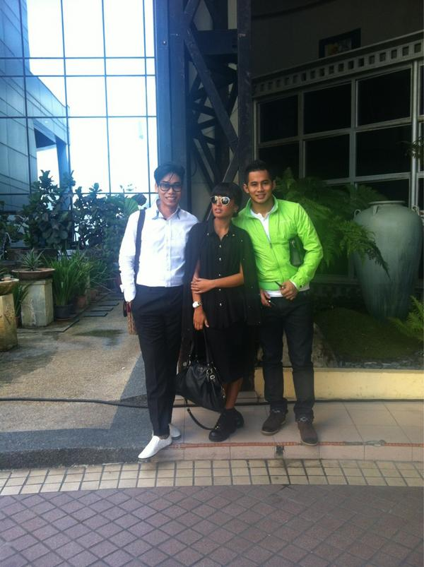 """@abilsuhaimi: Done with MHI..:) @fizoomar and @meenzuleyka http://t.co/F5IxG5Sz"""