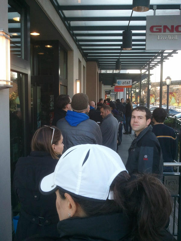Customers Lining Up Outside At&t Stores for Lumia 920s, Reports of Very Low Initial Stock