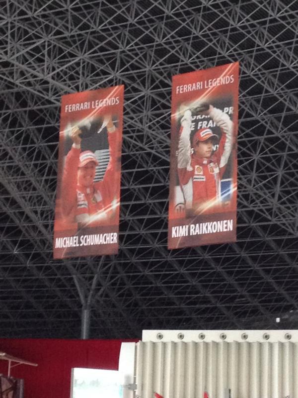 フェラーリワールドの天井に掛けられている歴代チャンピオンの写真。他にもあるのですが、現役の2人を撮影しました。こうしてみるとミハエルはもちろんですが、キミもレジェンドですね。 #f1jp http://t.co/B5idSi7T