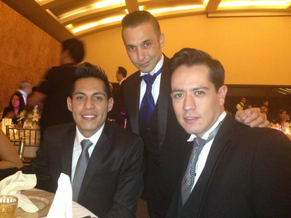 Estas guapuras @JairCamposT @_dieguish @OrvillealvaradOen la boda de mis amigos @gaperroni @ArmandoArrocha http://t.co/nVMevYNV