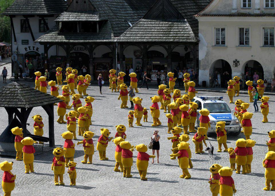 Otro síntoma del fin del mundo, una plaga de Winnie the Pooh http://t.co/A2Ses4H1