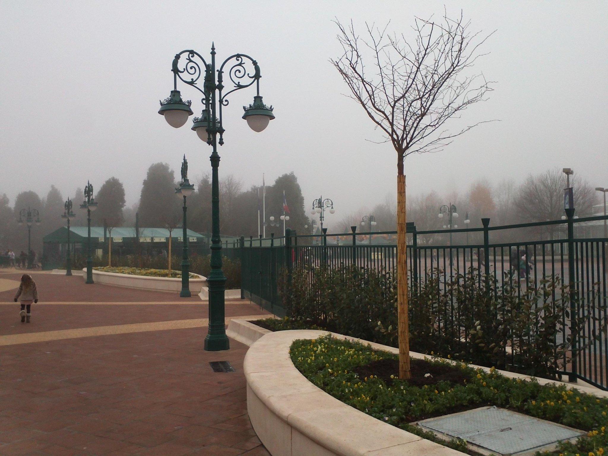 [Disney Village] Boutique World of Disney (12 juillet 2012) - Page 42 A88F_3RCUAAdJ0K