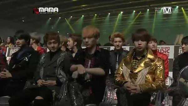 #2012MAMA Cute Onew and Key dancing to Gangnam Style when the song was being introduced. ^^ http://t.co/op9CJ5M0 via: foreverSHINee