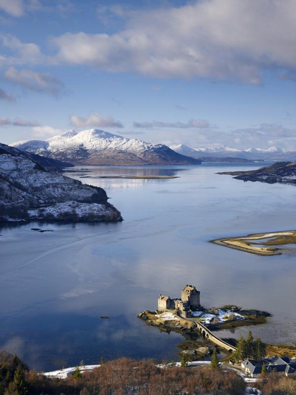Love this! RT@VisitBritain:What's your fav' view in #Scotland? Can you beat our snowy shot over Eilean Donan Castle? http://t.co/qeJFcGw7iL