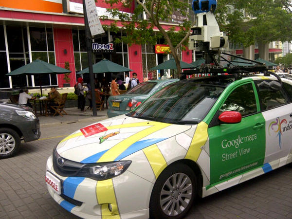 #Google #Streetview has come to #Jakarta. And got a photo of me taking a photo of them :)