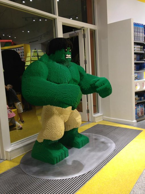 Lego store .... Awesomeness http://t.co/CTHmjsN8