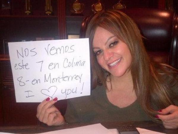 Besos! RT @lamejorfm925: Hoy en el Megapalenque la Única Gran Señora @jennirivera Colima México http://t.co/Vx2abYgD