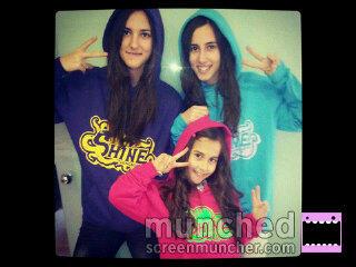 Aina!♥ (@Aina_CA): Con las nuevas sudaderas que nos ha traido papa noel! http://t.co/bW9Xw2kV