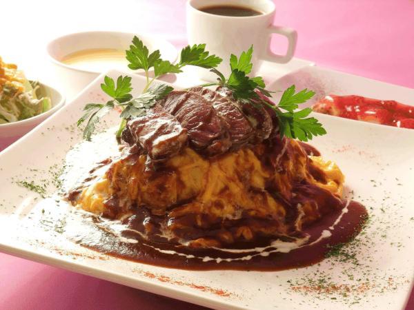 牛ヒレ肉ステーキのせデミグラスソースオムライス 1700円 http://t.co/oyqoQEBB
