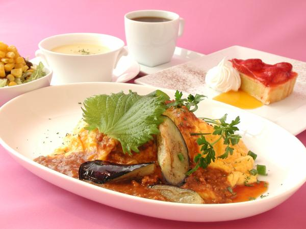 ナスと肉味噌のオムライス 950円 http://t.co/j7ha1sl7