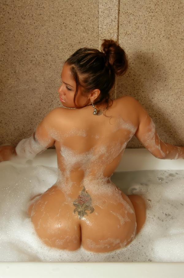 The Scarlett Fever (@scarlett4real): Scarletts bubbles http://t.co/OovfrjSA
