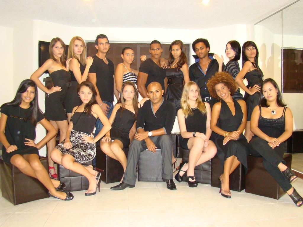Nuestro grupo de modelos Academia VF Model & Agency http://t.co/NZb36WSb