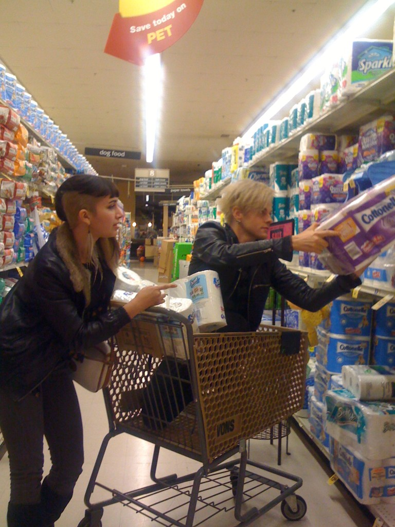 @TommyJoeRatliff Bands that shop together- stay together. http://t.co/JrQCH6MO
