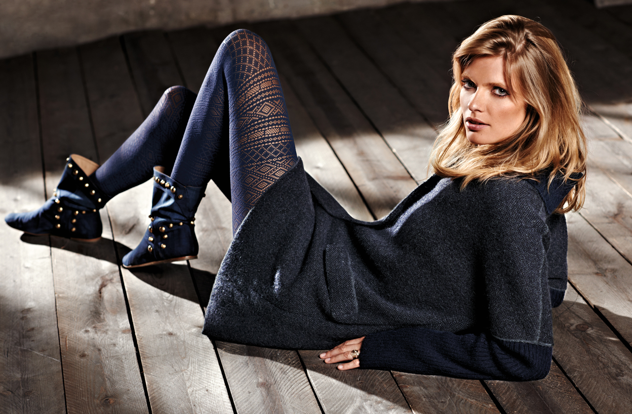 Calzedonia collections, autumn 2011, Deep blue tights - http://t.co/Z9T2KTx1