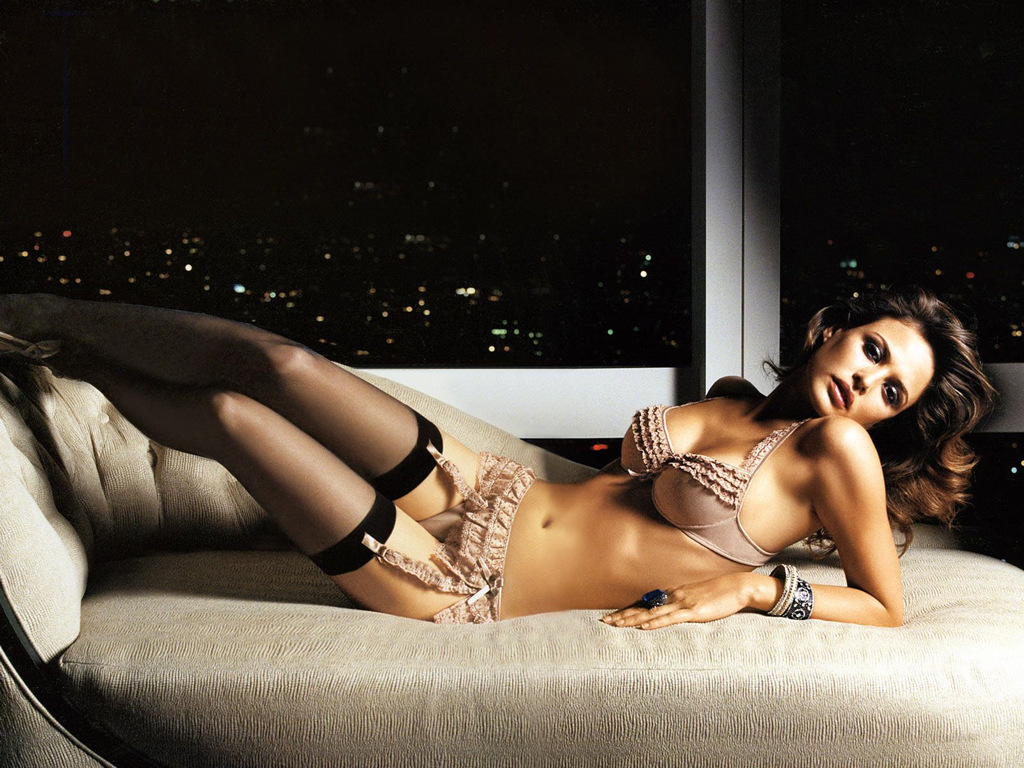 Natural beauty supermodel Josie Maran is classy as hell in lingerie - http://t.co/YiAD7uiB