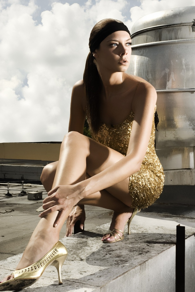 Lola Burlitz in a fancy fashion photo. She's got legs! - http://t.co/5wusrDtI