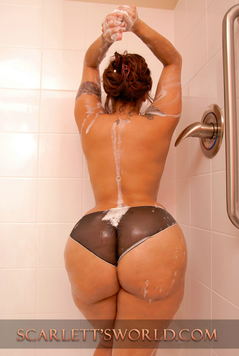 The Scarlett Fever (@scarlett4real): Rub-A-Dub-Dub just me inthe tub ;-) http://t.co/Syx9r9B8