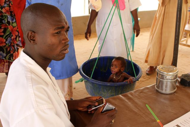 @unicef says more than a million children face starvation in the #Sahel. A child gets weighed-in in Mao http://t.co/WMDiry1i