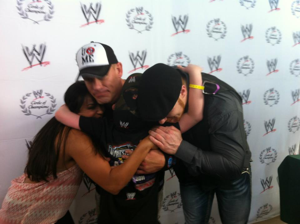 Group hug ￰゚メヒRT @iHeartJCena: Awe cutest pic @mslayel @JohnCena & Sheamus & a fan! WrestleMania Make-A-Wish Pizza Party! http://t.co/8VJgNfzH