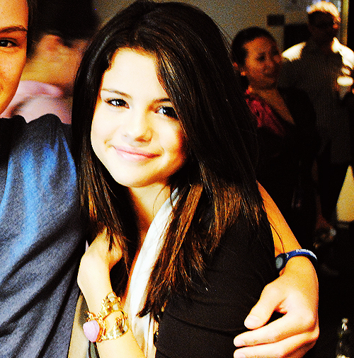 #IKnowThisOneGirl who has hate everyday but still has a smile on her face. Selena Marie Gomez. ? http://t.co/lvqyTFr3