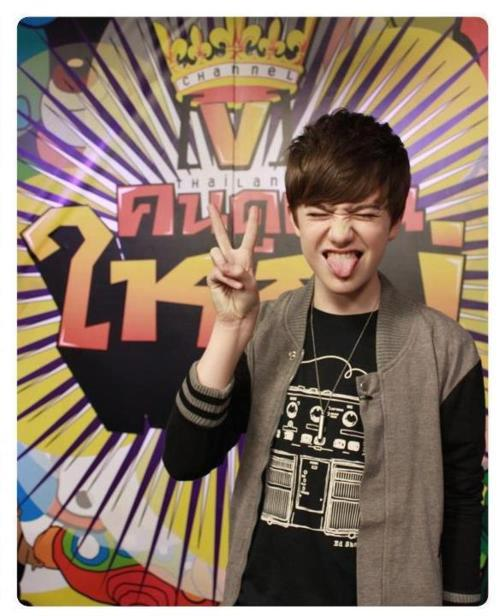 RT @unitedGCmalindo: RT @GreysonChanceU: OMG ヨ Whatメs with the TONGUE thing today Greyson? - #TongueSwag - http://t.co/j6UB2Tj2