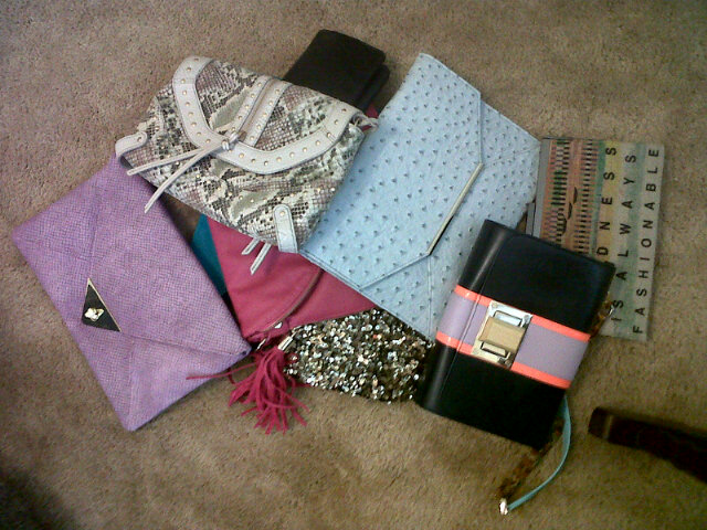Pile of clutches for this weekend (with @beijosTiffany) #luckyfabb http://t.co/IRdYy1D2