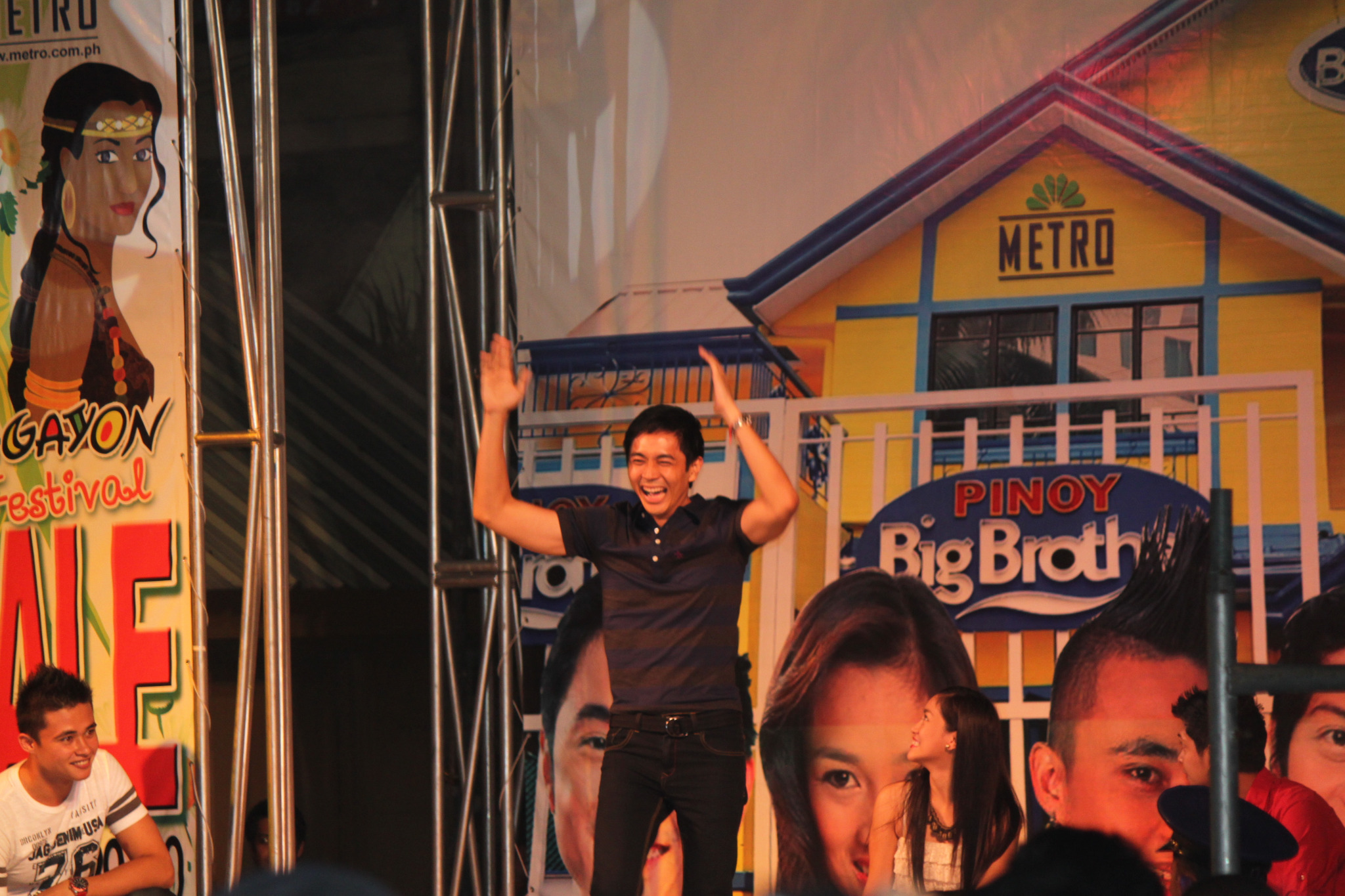 @thatguyslater did well on his dance & song no. in Pacific Mall Legazpi!:) What you guys think? #TheSlaterReturns http://t.co/5hj39Sv0