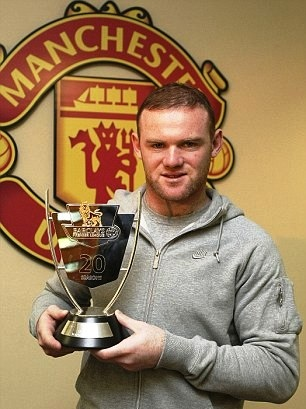 Wayne Rooney posing with his Premier League Goal of the 20 Seasons Award - http://t.co/QN7YOAwO