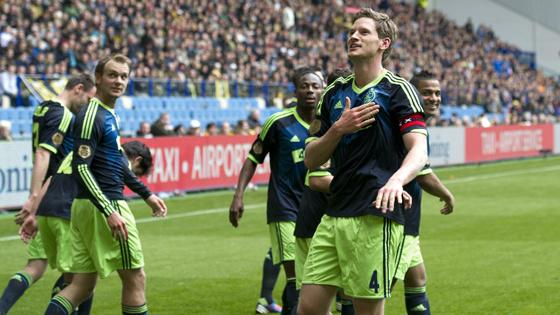 モ@AFCAjax: Ajax besluit kampioensjaar in stijl. http://t.co/JlX5p2pb #vitaja http://t.co/KagiyT0Hヤ