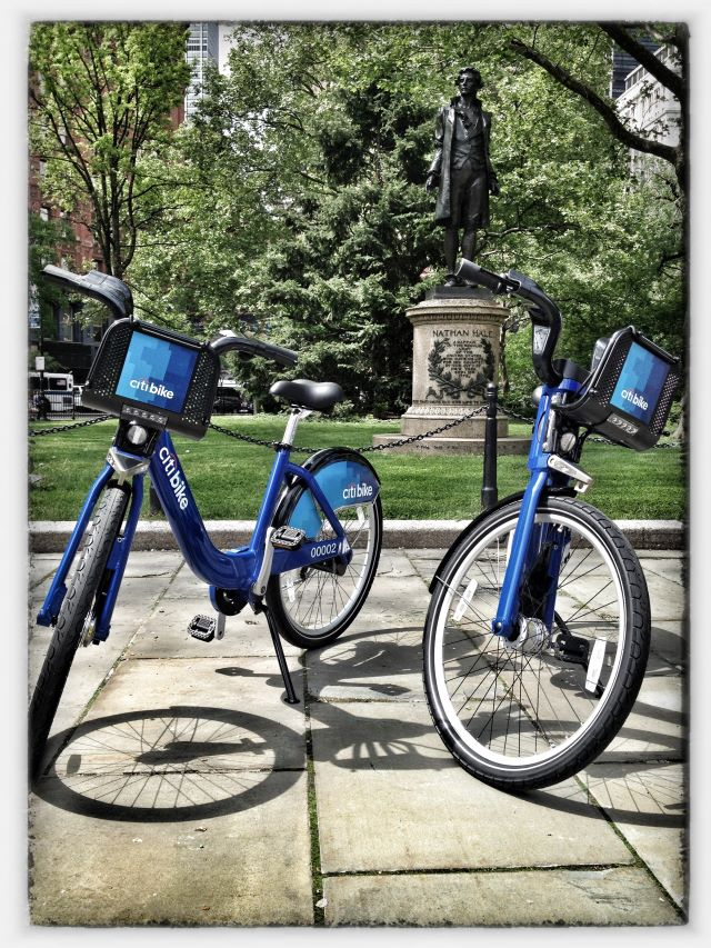 Look who's following London's lead... RT@MikeBloomberg: Introducing NYCメs newest transit option: @CitiBikeNYC! http://t.co/jCK1H0HG