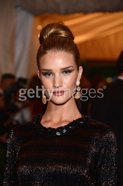 Rosie Huntington-Whiteley MET Ball 2012 #METGala #RHWatTheMetBall http://t.co/VLqQRcth