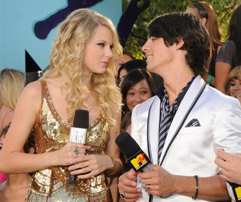 RT @TSwiftINDO13: Taylor dan Joe Jonas, orang dibalik lagu Forever and Always, Last Kiss :) http://t.co/4JKfdXCP