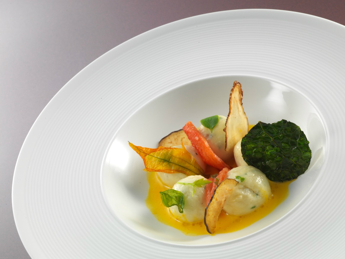 @AnnaPRCo What about Ricotta dumplings モgnudiヤ with herbs and San Gimignano saffron cream? #LuxBride @FSBridal http://t.co/mJXfArIO