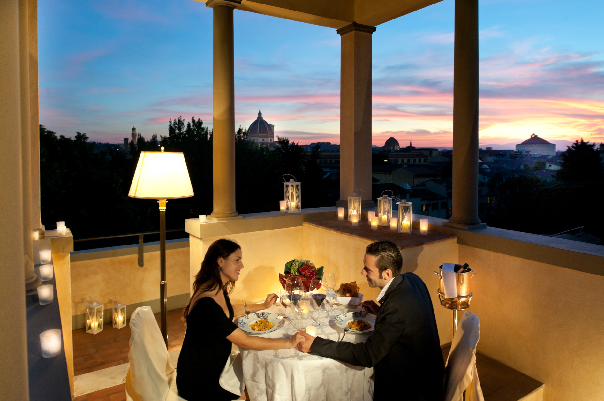 A candle light dinner for two on the @FSFlorence roof top terrace with 360 degrees view of Florence @FSBridal #LuxBride http://t.co/TTd3G6q9