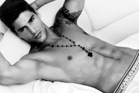 Buenas noches ! Sueñen con hombres guapos. Besos http://t.co/ij6Spgfx