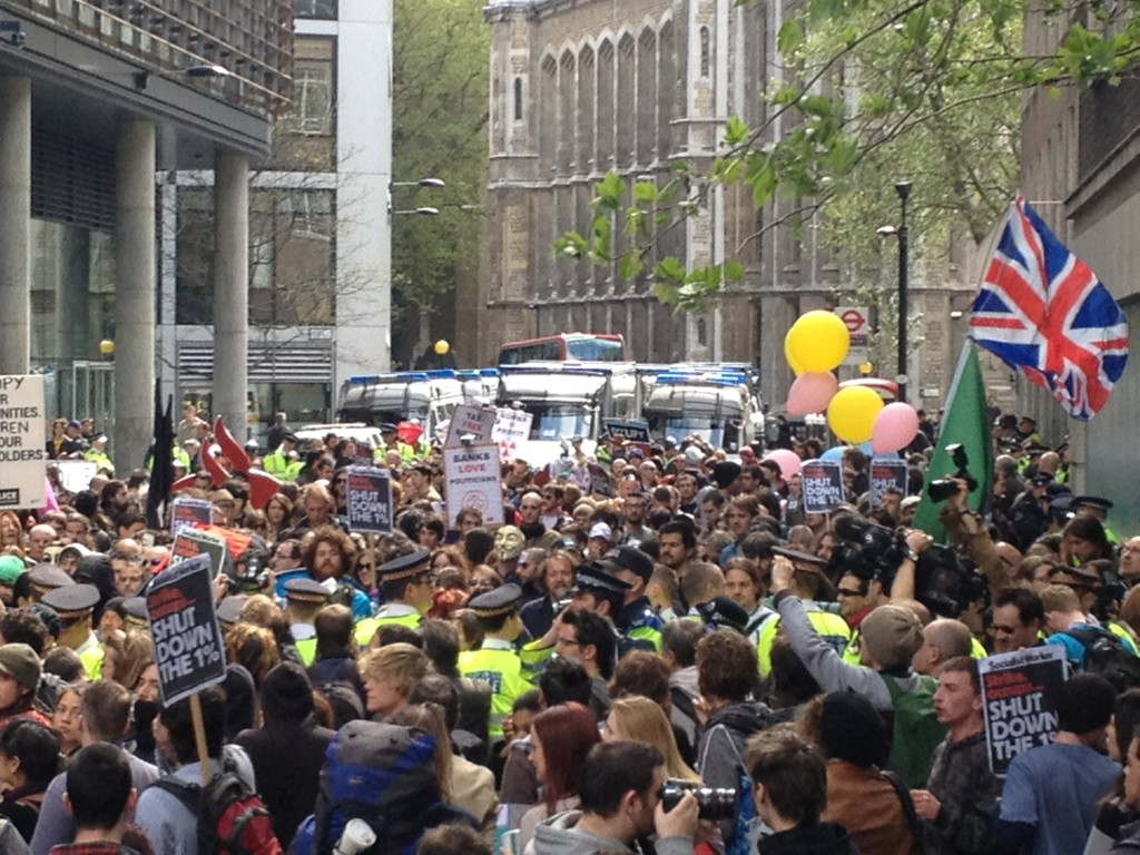 Serious aggro in New Fetter Lane as kettled #occupylsx protestors try to break the police cordon. http://t.co/oZ07OKjc