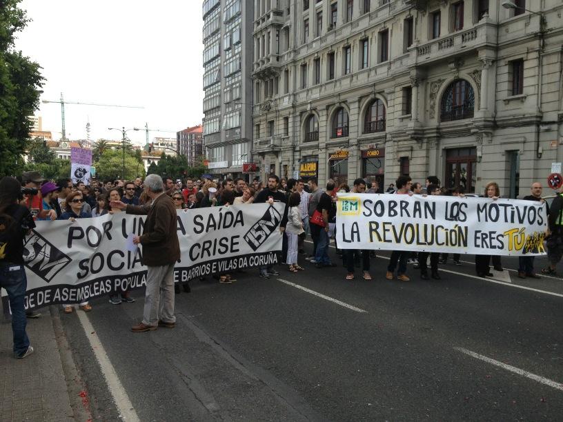 'no hay pan para tanto chorizo' gritan en #coruña. #12mGlobal http://t.co/JPVLtr38