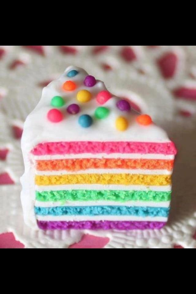 Cake!! NOM NOM NOM http://t.co/JqjqPoml