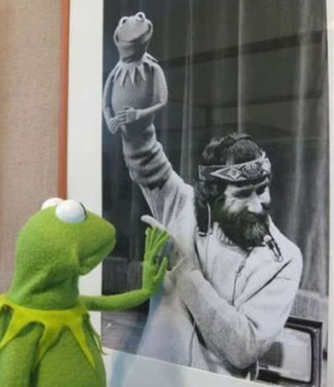 Oh, it's 22 years since Jim Henson died. Which means, The Saddest Photo In The World: http://t.co/Ua6qOsn4