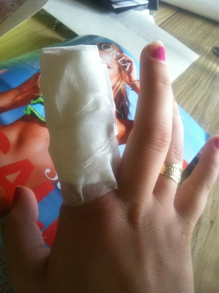 Will never try to break up a dog fight again. Just want to be healed. Thank you nurse @court_elle for helping me. http://t.co/5wlpbK4b