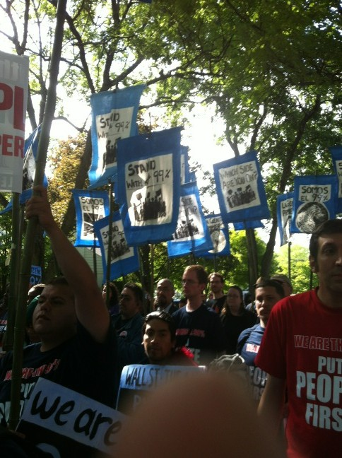 Guess where I am? At Sec Tim geithner's house demanding wall st accountability w 1000 @streetactionnpa friends #99power http://t.co/aLTPnH5n