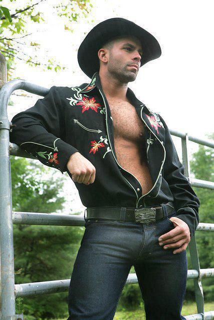 #VAQUERO #chacal #ranchero #machos #hombres #muchachos #guapos #gays #homosexuales #bisexuales #metrosexuales #botas http://t.co/8U95WVEU